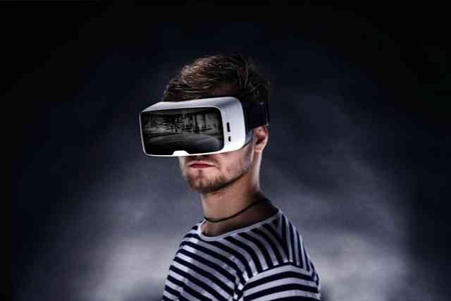 Virtual Reality Concept, History and Applications